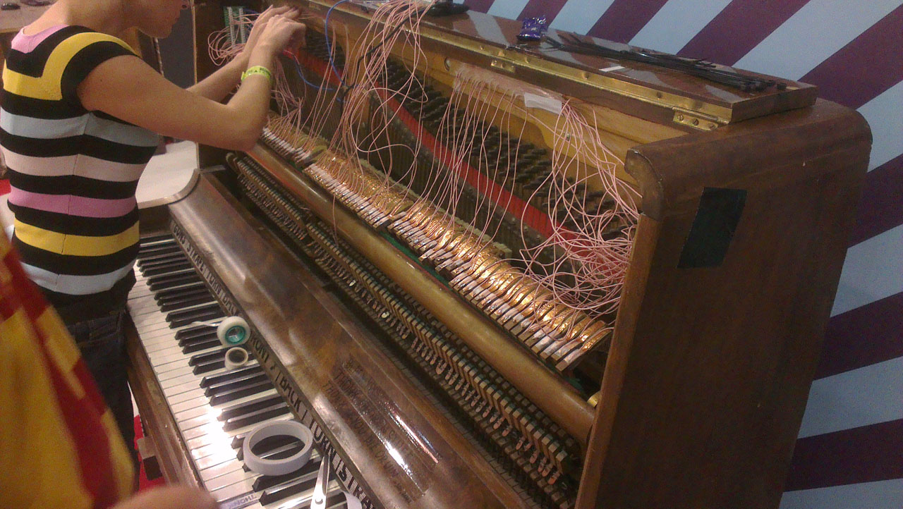 DOOM Piano guts